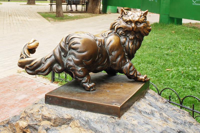 Бронзовий пам'ятник коту Пантелеймону у Києві
