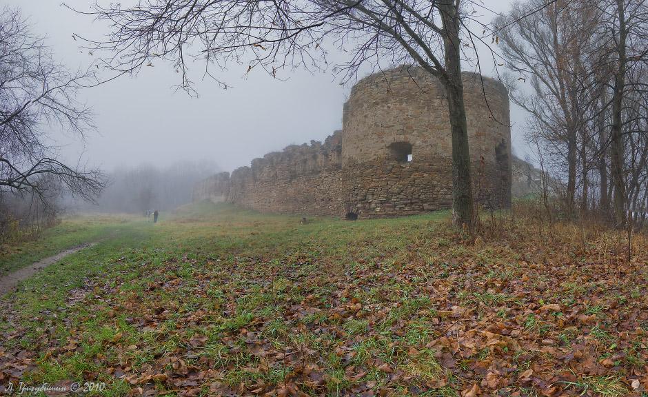 Микулинецький замок — кам'яний замок знаходиться в смт Микулинці, Тернопільської області, на відстані 23 км від Тернополя.