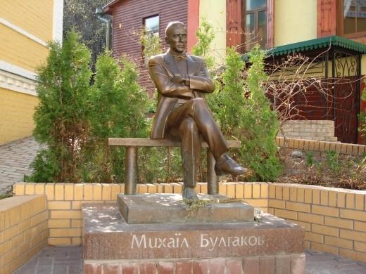 Пам'ятник Булгакову в Києві