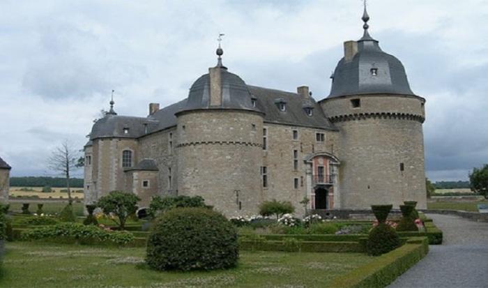 За кількістю збережених замків, Бельгія посідає одне з перших місць в світі.