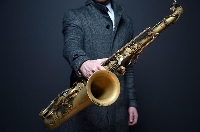 Відомий бельгійський винахідник Адольф Сакс винайшов в 1840 році саксофон.