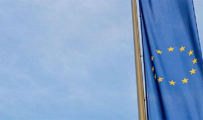 Брюссель знаходиться в центрі Європи, тому чиновники ЄС вирішили, що саме там буде їх столиця.