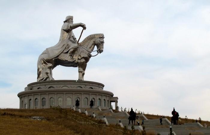 Могилу Чингісхана не знайшли до цих пір. / Фото: osimira.com