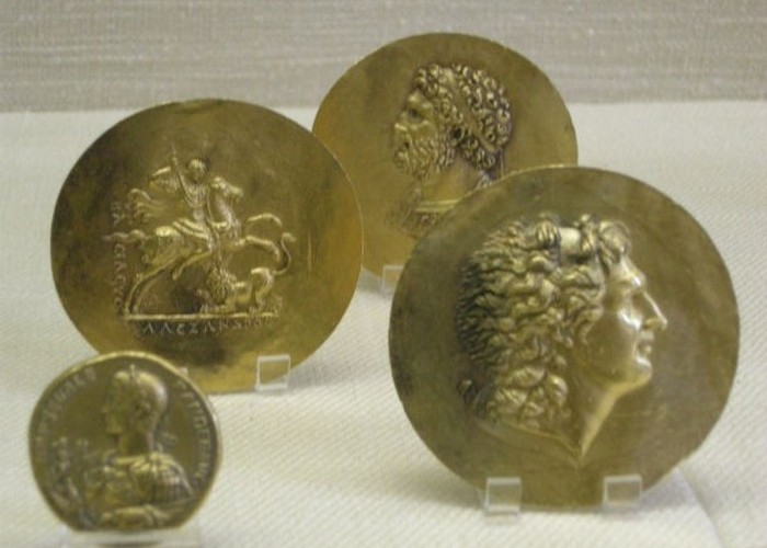 Монети із зображенням Александра Македонського.