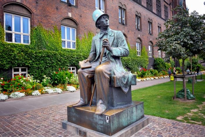 Пам'ятник Гансу Христіану Андерсену у Копенгагені