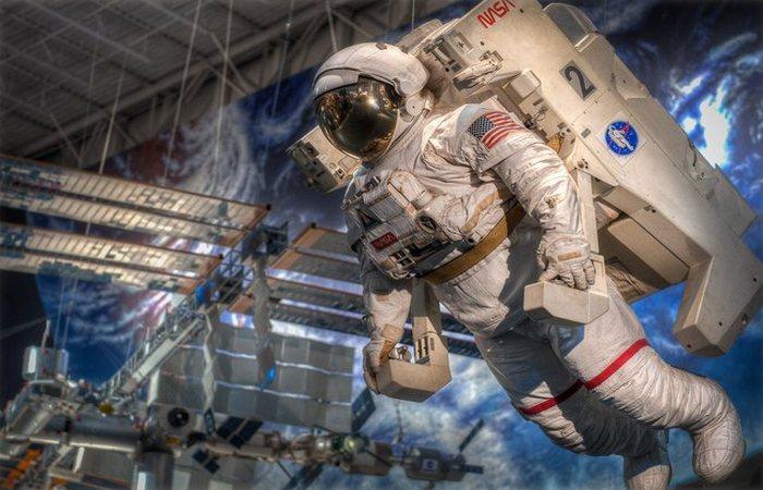 НАСА пропонує тури по космічному центру в Х'юстоні.