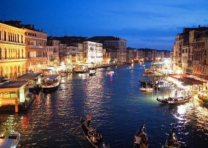 Знамените місто каналів.