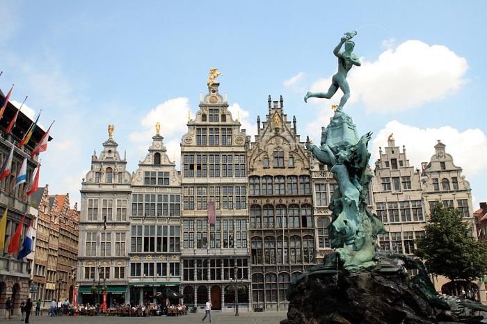 Високий рівень і відкритість економіки Бельгії, привертає кваліфіковану робочу силу.
