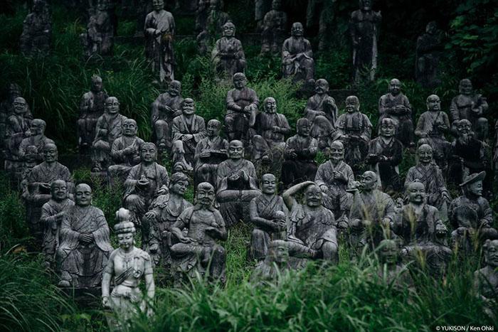 Парк з 800 кам'яними фігурами. Фото: Ken Ohki / Yukison.
