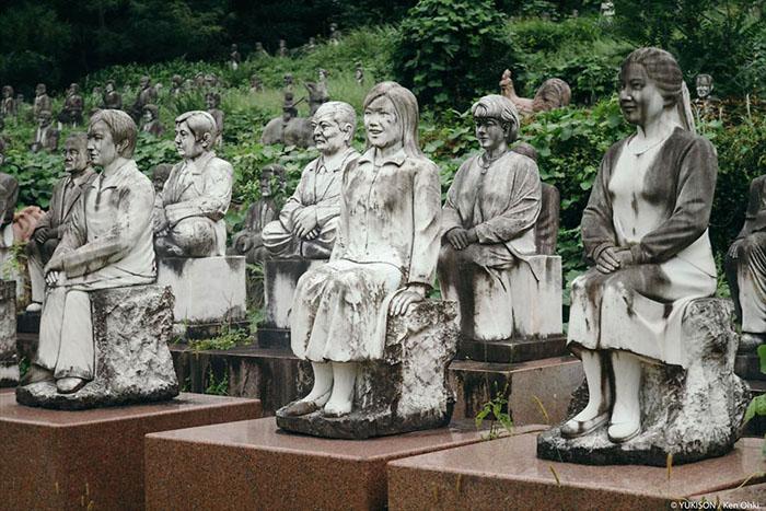 Фотографії Кена Оки з парку кам'яних скульптур.
