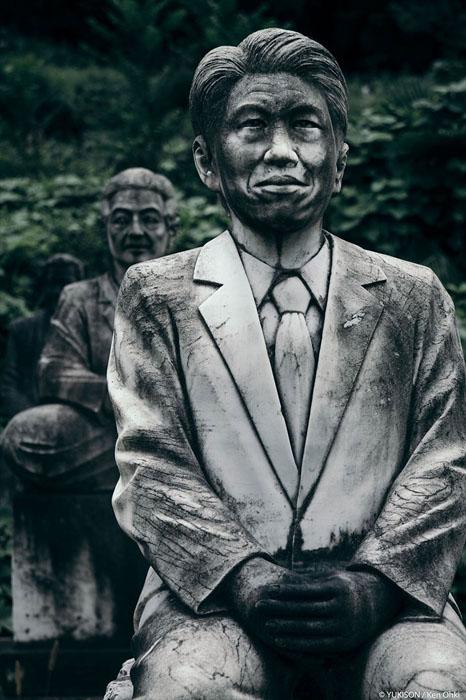 Чоловік в офісному костюмі. Фото: Ken Ohki / Yukison.