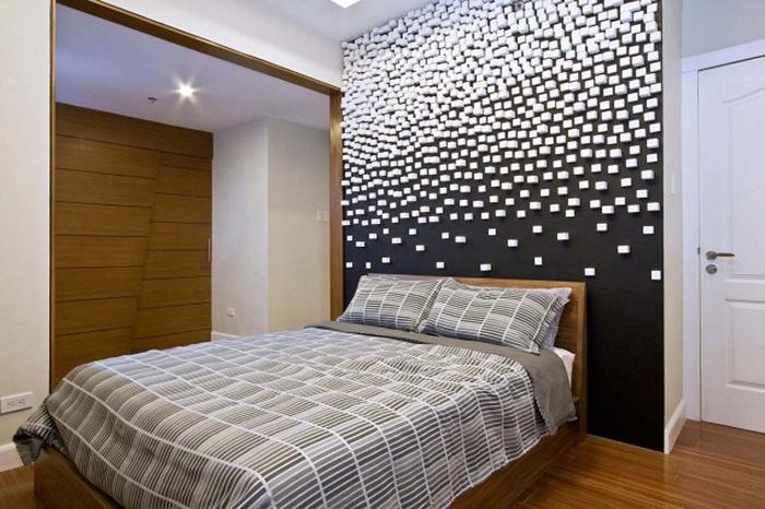 Інтер'єр спальної оформлений в чорно-білій колірній гамі, що створює просто шикарну атмосферу.