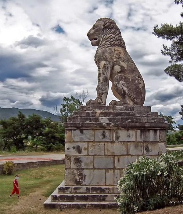 5-метровий мармуровий лев з Амфіполіс. | Фото: enneaetifotos.blogspot.com.
