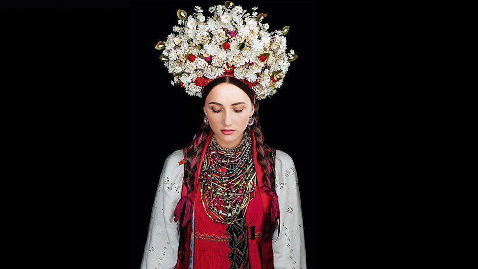 Як виглядає календар автентичних українських костюмів - фото 1