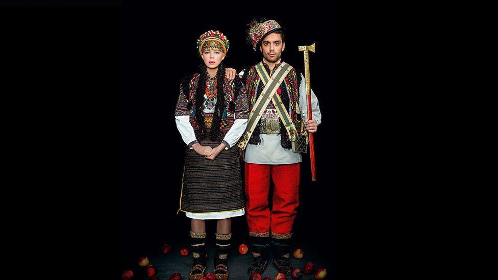 Як виглядає календар автентичних українських костюмів - фото 3