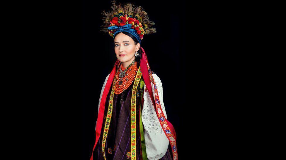 Як виглядає календар автентичних українських костюмів - фото 4