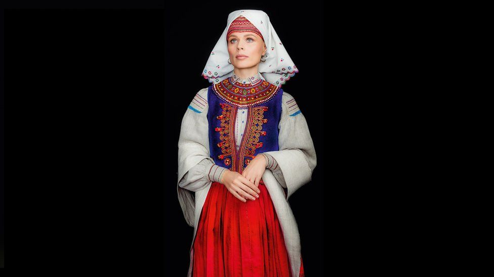 Як виглядає календар автентичних українських костюмів - фото 5