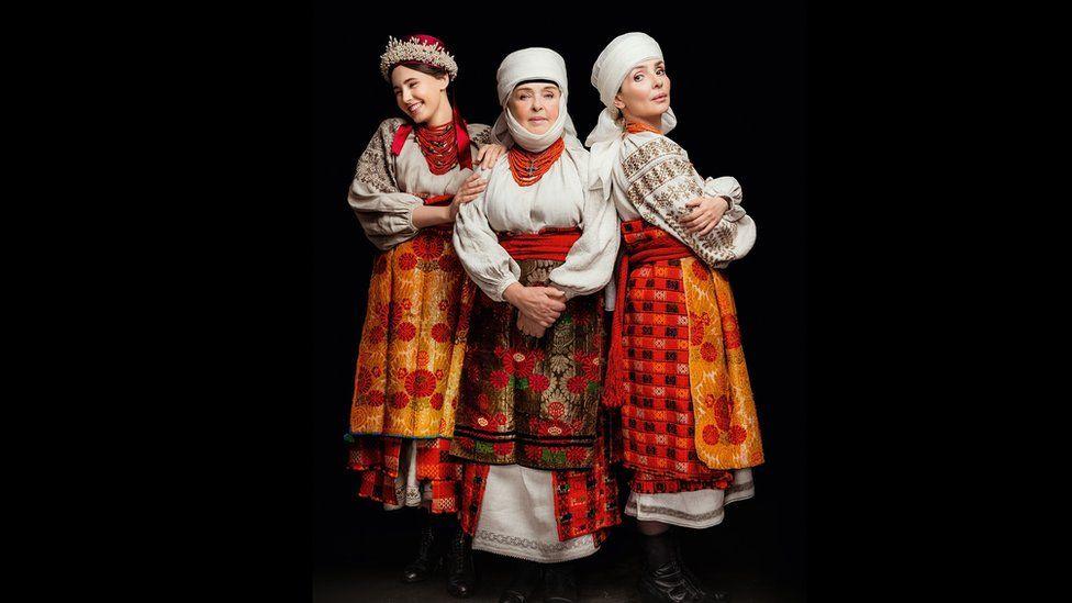 Як виглядає календар автентичних українських костюмів - фото 6