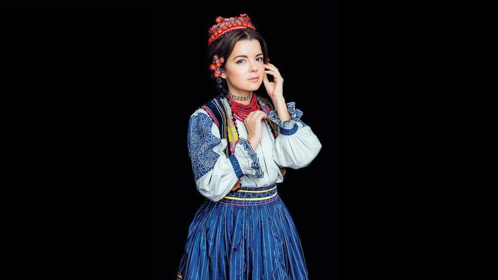 Як виглядає календар автентичних українських костюмів - фото 7