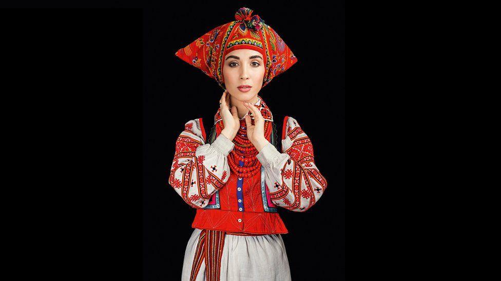 Як виглядає календар автентичних українських костюмів - фото 8