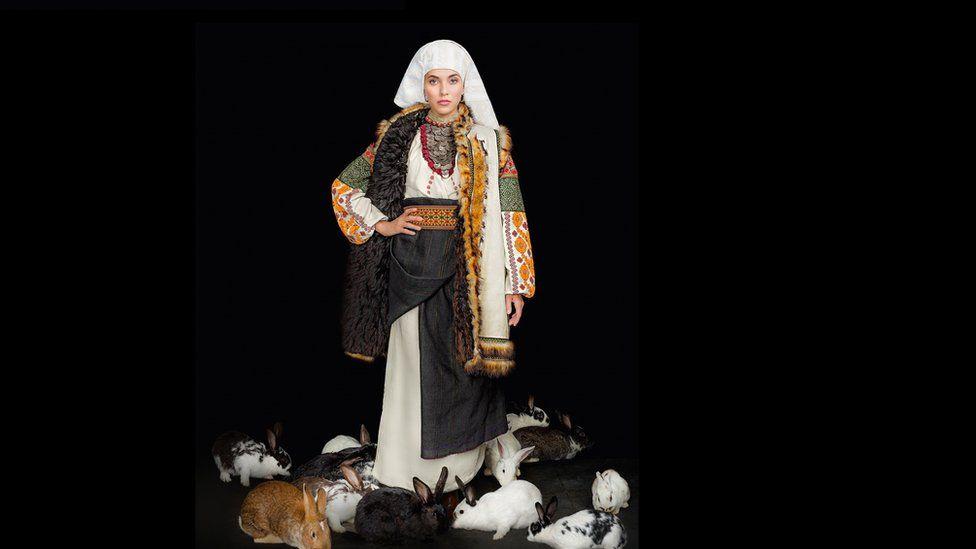 Як виглядає календар автентичних українських костюмів - фото 9