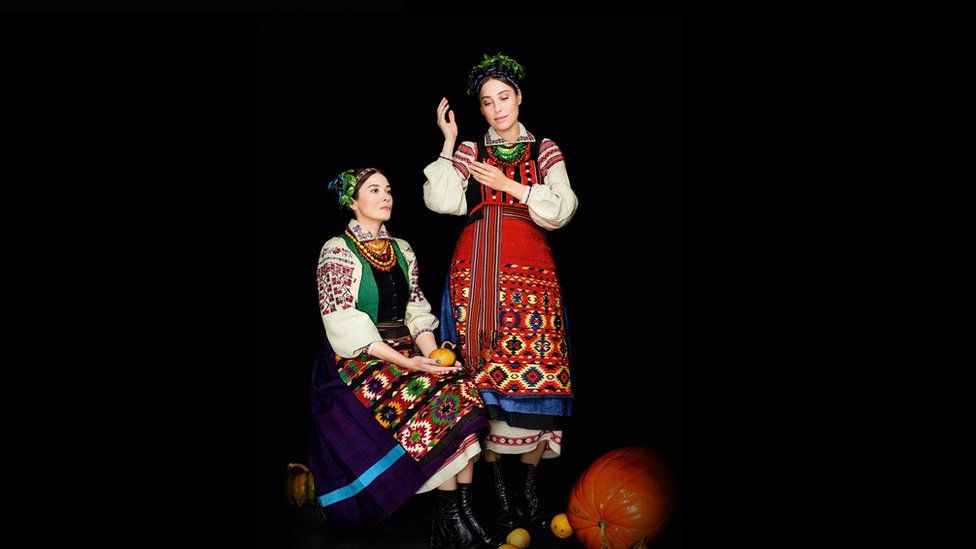 Як виглядає календар автентичних українських костюмів - фото 11