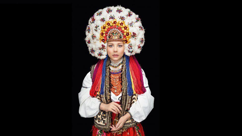 Як виглядає календар автентичних українських костюмів - фото 12