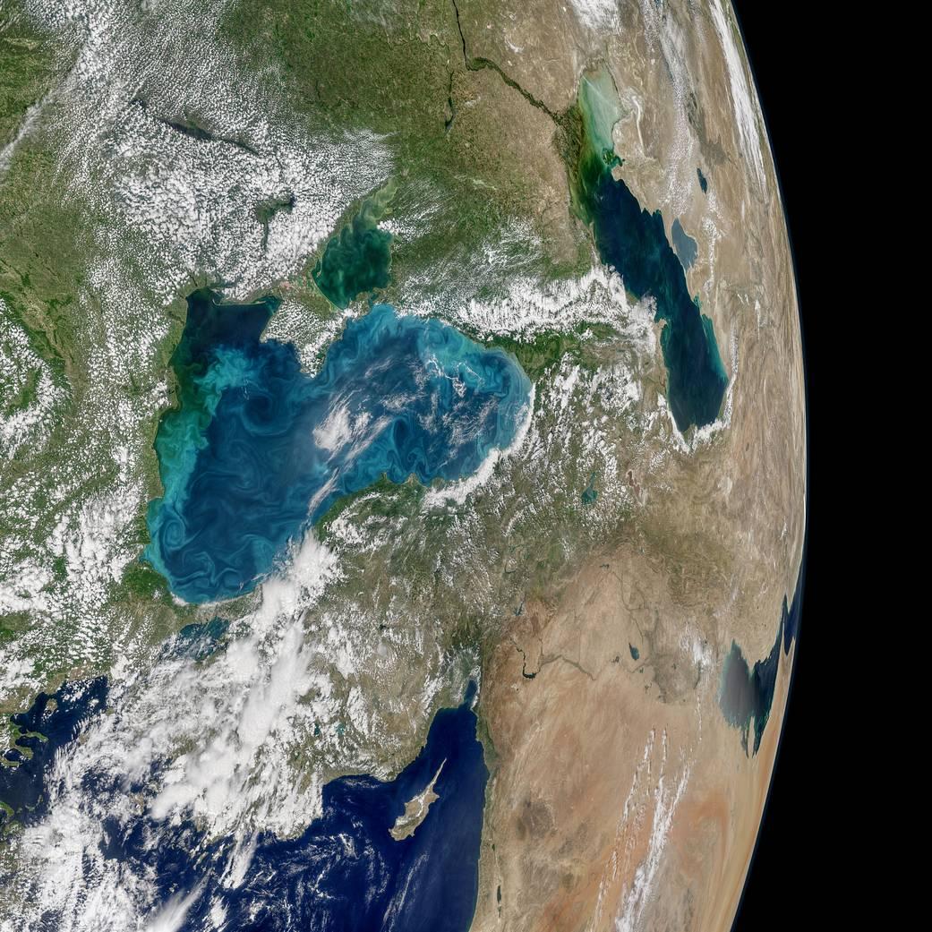 Над Чорним морем утворилися бірюзові вихори