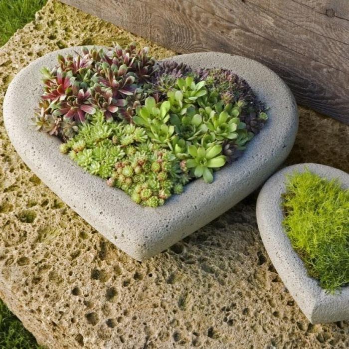 Кам'яні кашпо у формі серця, які нескладно зробити своїми руками.