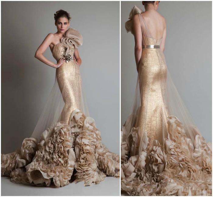 Плаття-рибка золотистого кольору.