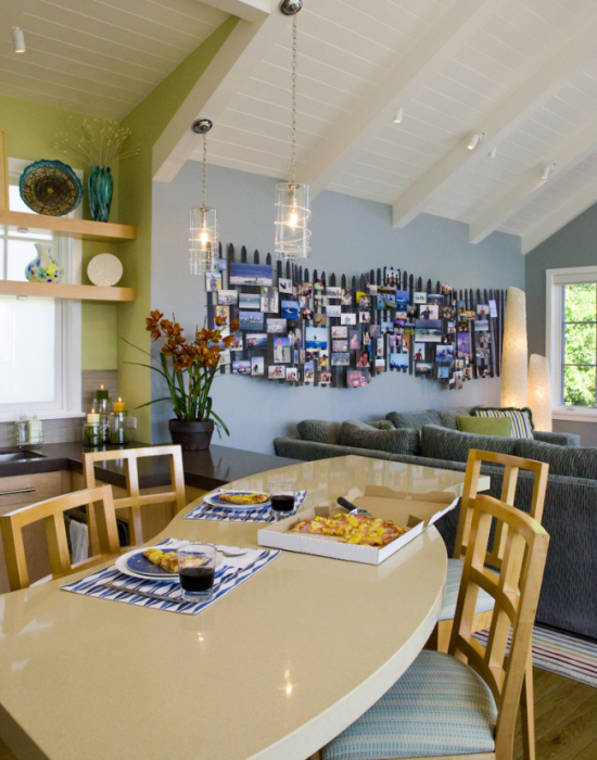 Картинна галерея здатна оживити простір кімнати.