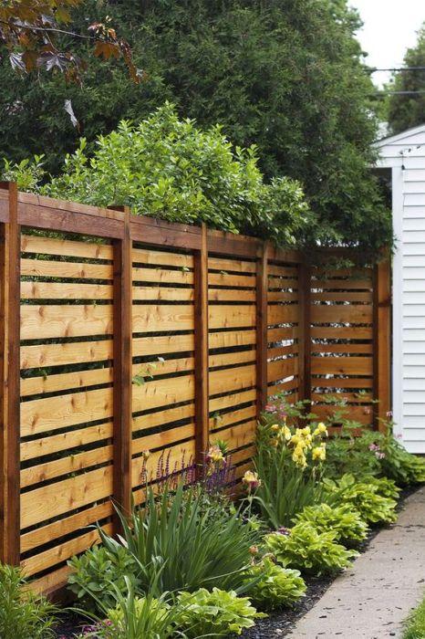 Виготовлений своїми руками дерев'яний паркан дозволяє заощадити сили і матеріали.