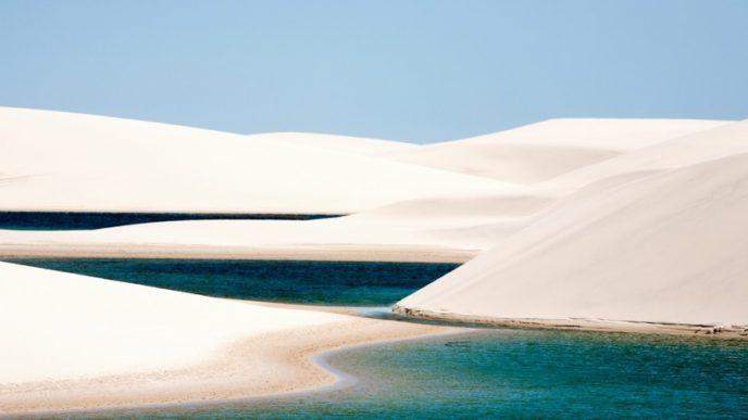 Невелика пустеля з білосніжними піщаними дюнами, серед яких в сезон дощів утворюються лагуни з бірюзовою водою.