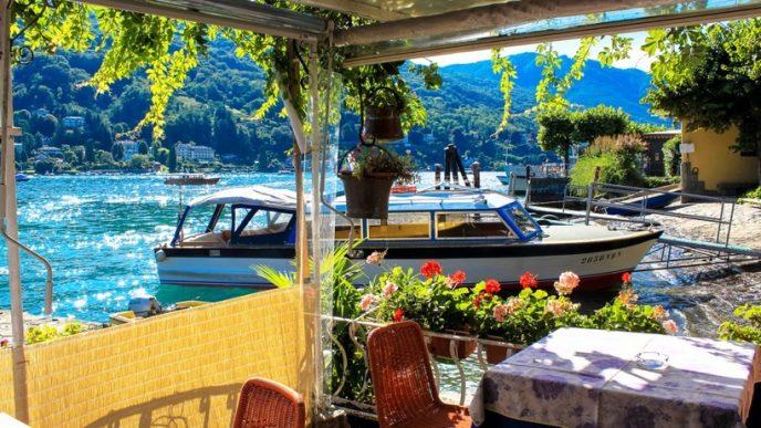 Всю територію острова займає палац Борромео і прилеглий до нього сад з фонтанами, статуями і екзотичними рослинами.