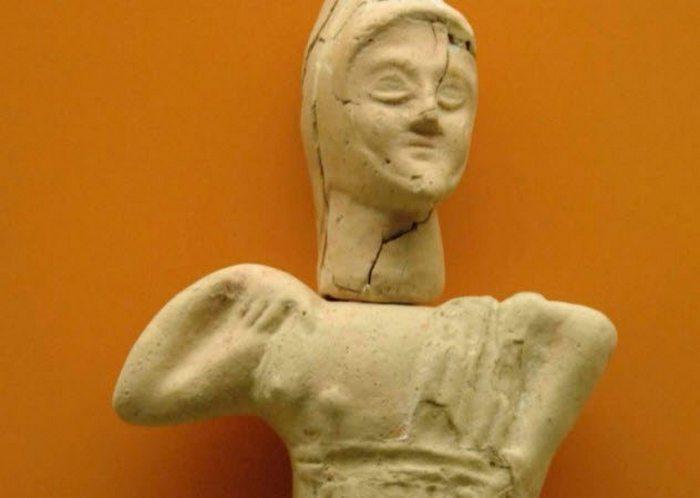 Статуетка з Колізею.