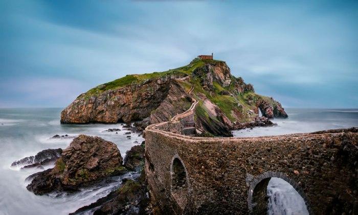 Неймовірно красивий міст в країні Басків.